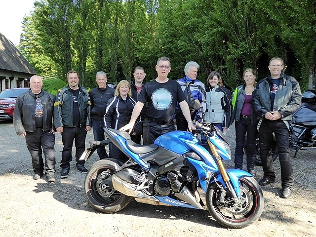 Top bike Andy! Lisa Manser with family & friends